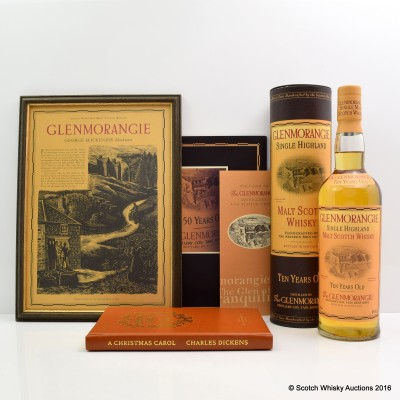 GLENMORANGIE 10 YEAR OLD SIGNED BY THE 16 MEN OF TAIN WITH CERTIFICATE, Framed Advert, Book & Booklet