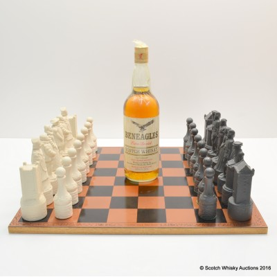 Beneagles Thistle & Rose Chess Set with Beneagles Extra Special 26 2/3 Fl Ozs